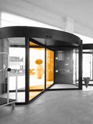 Instalación de puertas giratorias